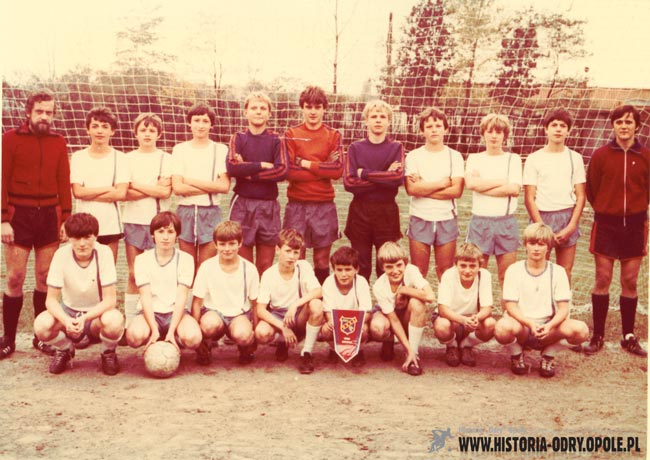 """Zespół trampkarzy """"Odry"""", który zajął trzecie miejsce w Memoriale M. Matyasa w 1982 roku"""