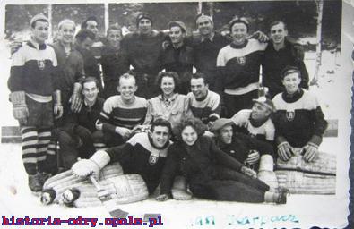 """Zespół hokejowy """"Budowlanych"""" Opole - lata 50"""