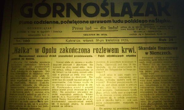 Jeden z wielu artykułów w polskiej prasie opisujący pobicie polskich aktorów
