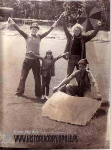 """Kibice """"Odry"""" odprawiają """"czary"""" (1977) - fot.3"""