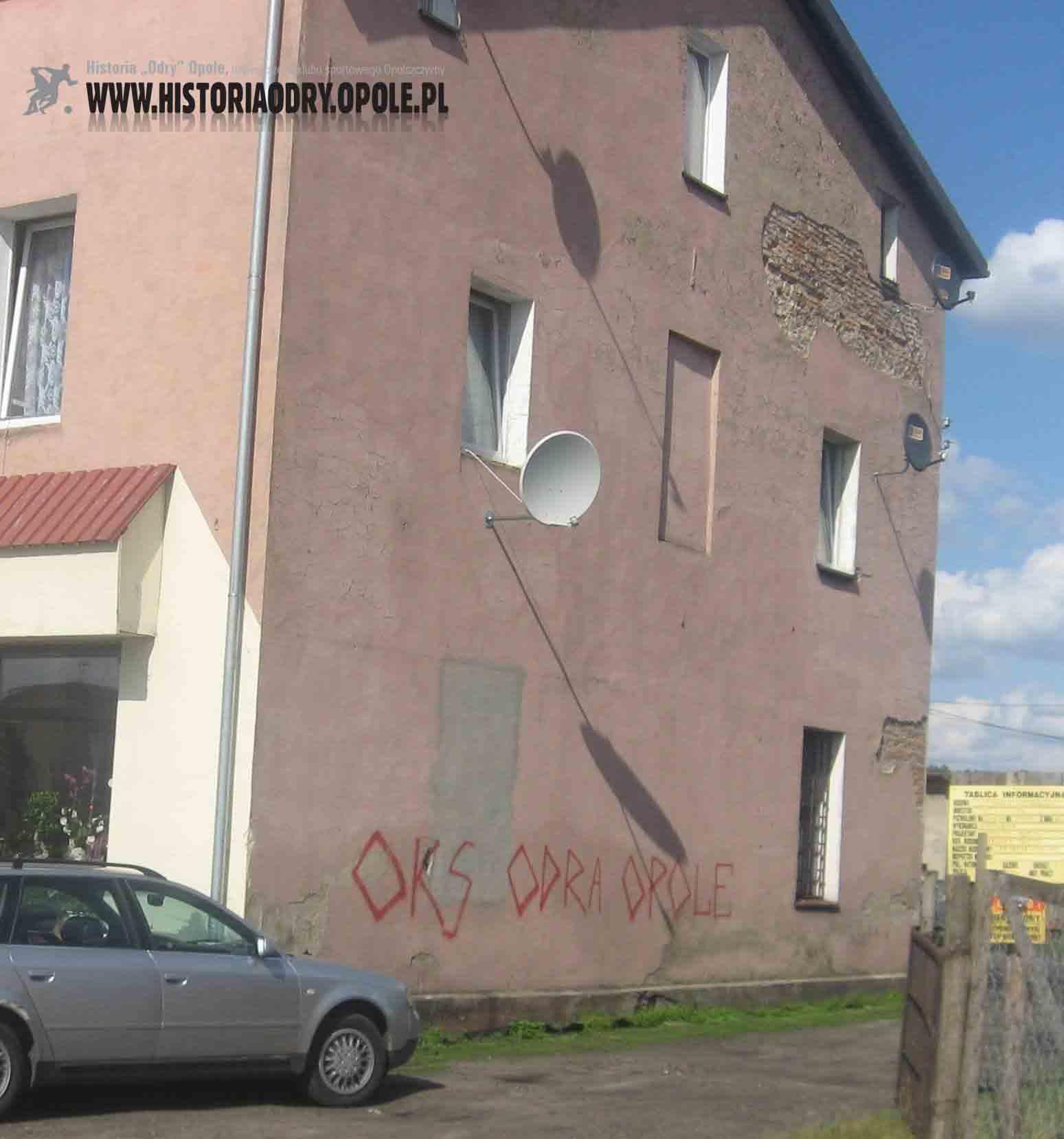 Napisy-graffiti w Kolonowskiem.