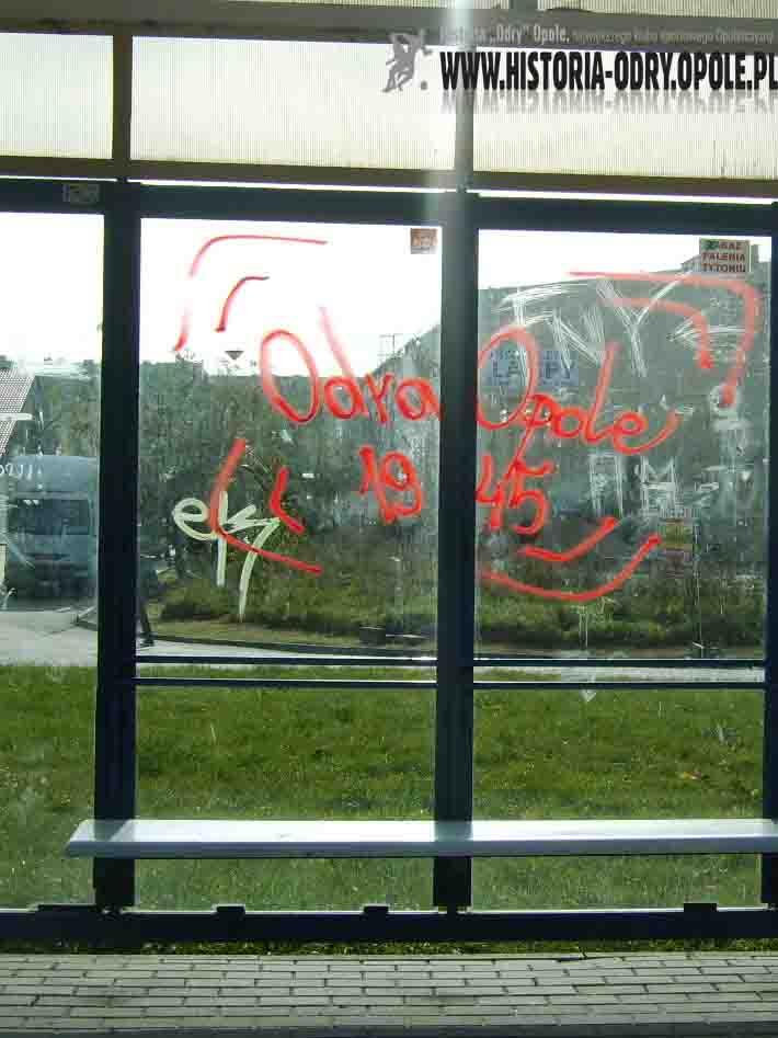 Opole: ulica Sosnkowskiego (napisy-grafiti)