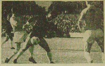 Jan Małkiewicz w walce o piłkę
