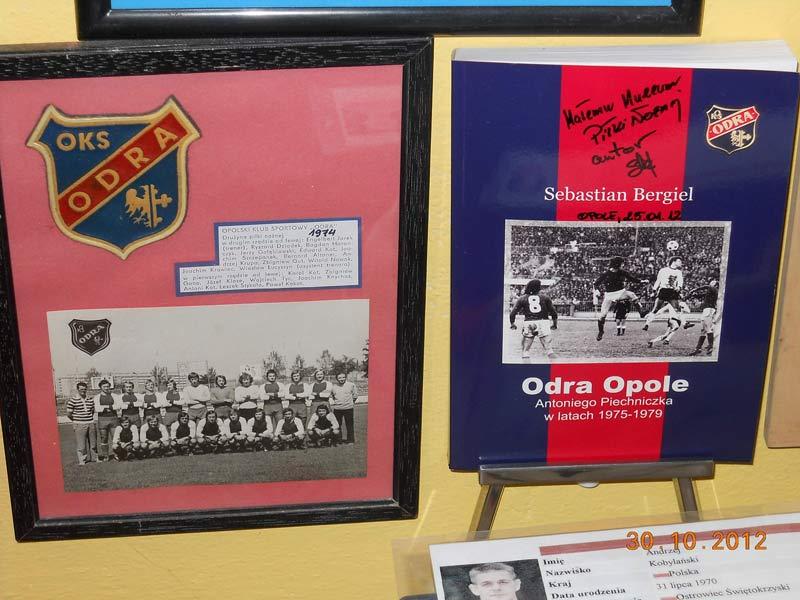 Książka o historii Odry Opole znalazła się w Muzeum Piłki Nożnej!