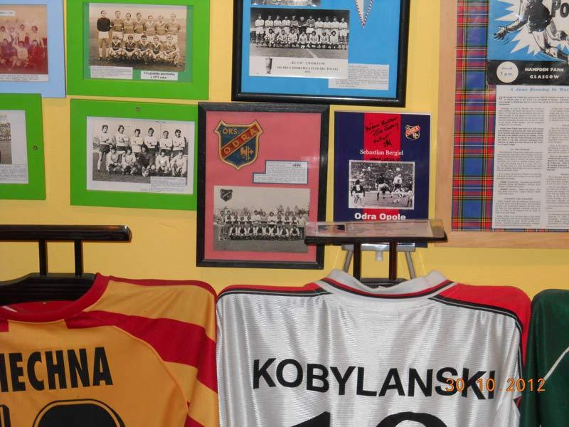 Książka Odra Opole Antoniego Piechniczka w Muzeum Piłki Nożnej
