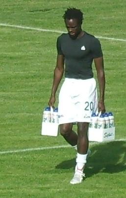 """Pape Samba Ba przed spotkaniem z """"Turem"""" Turek (2008)"""
