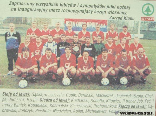 Odra Opole w sezonie 1999/2000 - NIedzielan 4 od lewej u dołu