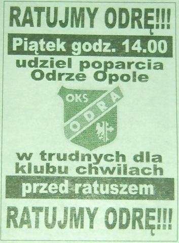 Ratujmy Odrę !!! - grudzień 2001 r. - demonstracja sympatyków Odry przed ratuszem miasta w celu uratowania istnienia klubu