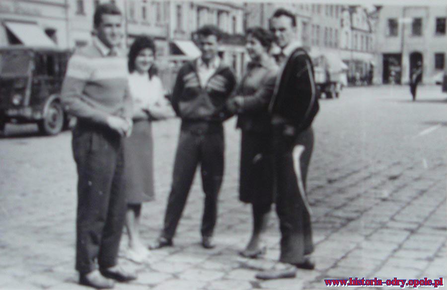 Na opolskim rynku: Jarek, Prudło z żoną i Kściuk