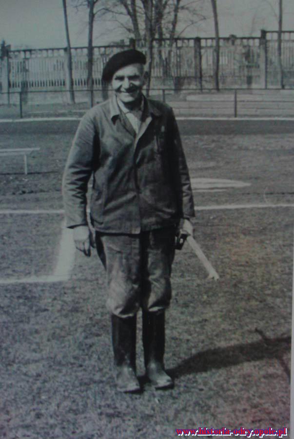 Ojciec Betela, Maksymilian, był gospodarzem stadionu Odry