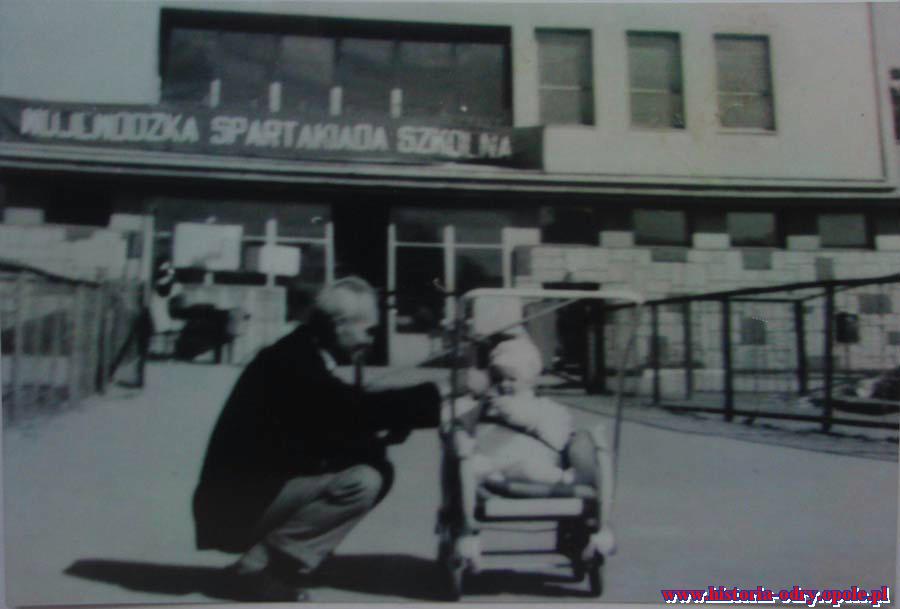 Ojciec Jarka - Maksymilian z wnuczką Silvią na stadionie Odry