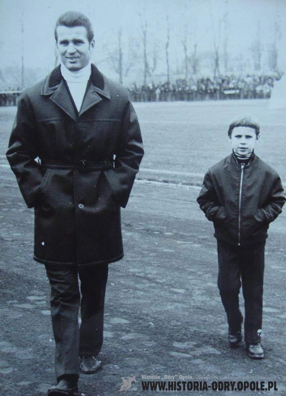 Betel w roli trenera (obok syn Artur)
