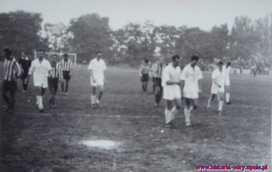 Odra-Śląsk 1:0 , gol w ostatniej minucie z środkowej chorągiewki (9 IX 1959 r.)