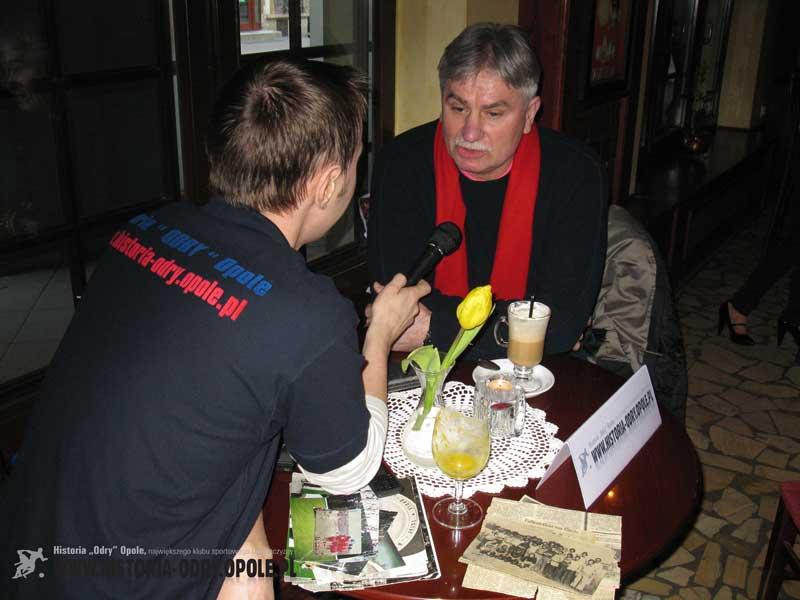 Krystian Gruszka w trakcie rozmowy z Sebastianem Bergielem dla Historii Odry Opole