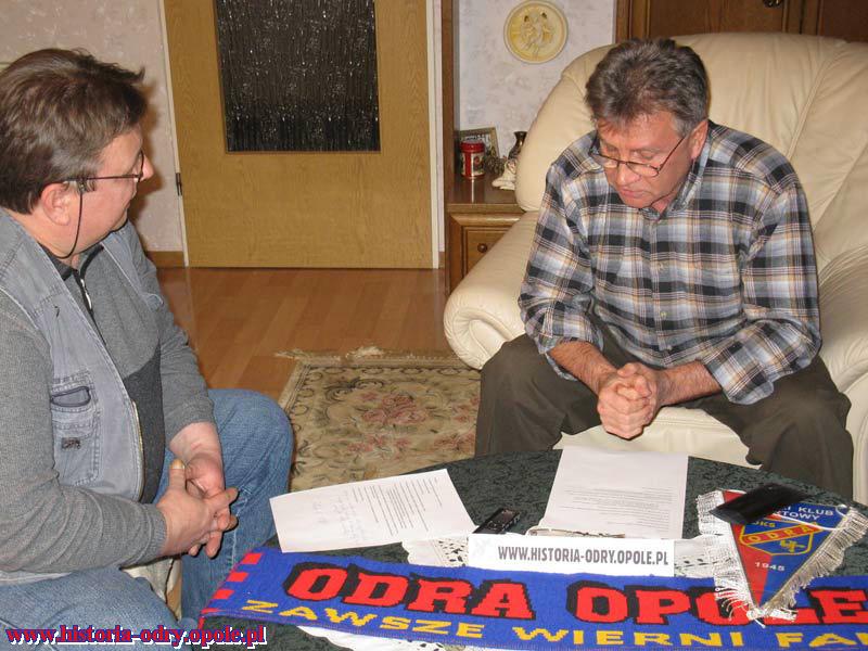 Karol Kot po prawej stronie z autorem wywiadu Zbyszkiem Janikiem