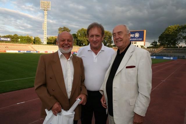 Józef Kurzeja na meczu oldbojów Górnik Zabrze - Legia Warszawa (pierwszy z lewej)
