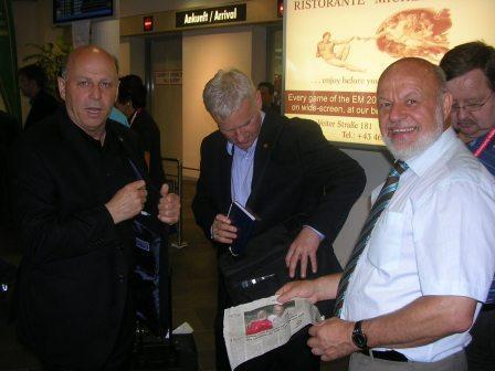 Spotkanie na lotnisku w Klagenfurcie z Grzegorzem Lato, Michałem Listkiewiczem oraz Zdzisławem Kręciną.