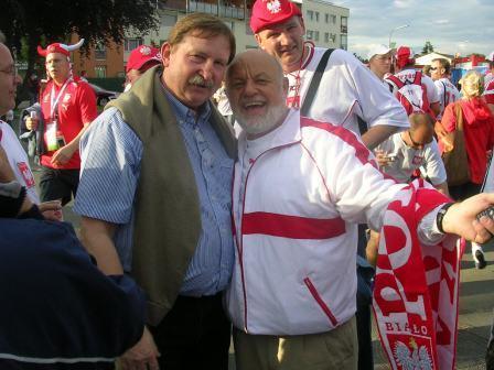 Z Andrzejem Szarmachem i Romanem Wójcickim przed meczem Polaków na Euro2008